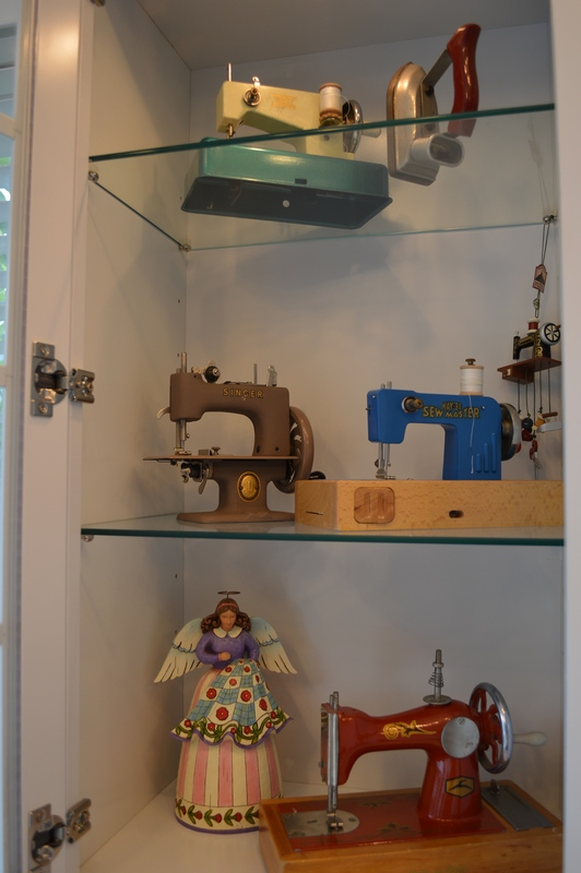 Photo 29 My antique toy sewing machine collections