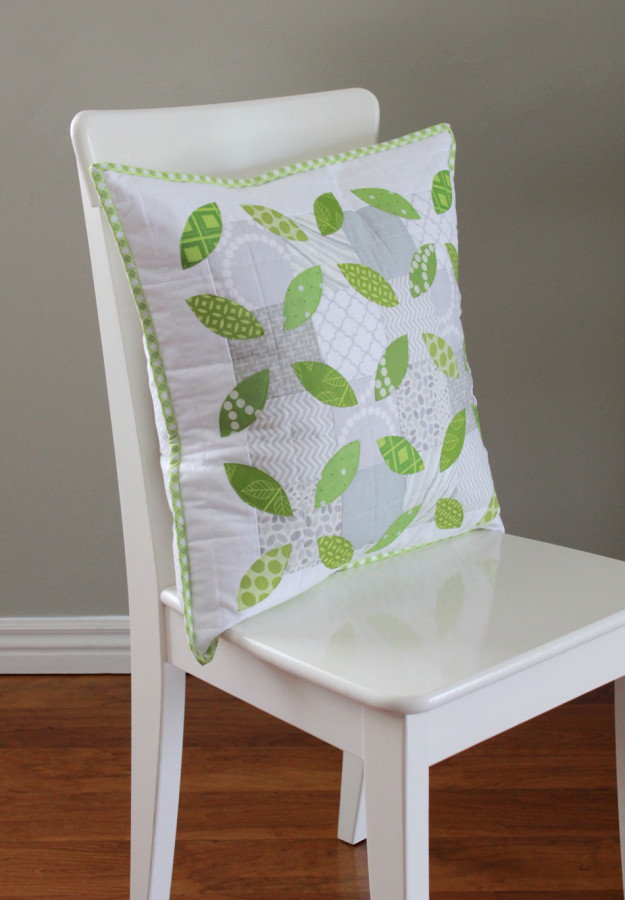 Summer-Leaves-Pillow-e-625x900