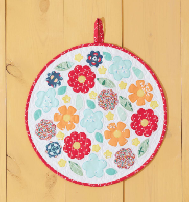 Blooms Mini Quilt from Weekend Quilting by Jemima Flendt